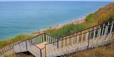 Пляж у базы отдыха Романтик под Качей